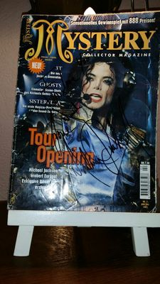 Magazine collector mystery signed by Michael Jackson