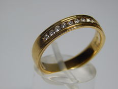 18ct Yellow Gold Band set with 12 Diamonds, 57.5mm circumference