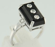 14 kt white gold ring set with onyx and octagon cut diamonds
