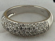 14 karat white gold ring set with diamonds – ring size: