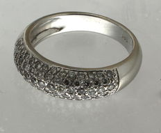White gold ring set with 1.5 ct diamonds – Ring size: 19