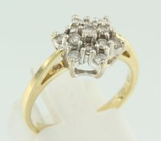 18k bicolour gold entourage ring, set with 13 brilliant cut diamonds of 0.56 ct, ring size 17.5 (55)