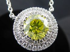 18 kt white gold pendant, set with intense, fancy olive green diamond, 1.00 ct & 42 diamonds, 0.30 ct in total – 44 cm