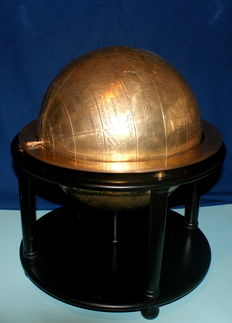 Large sphere of the world engraved on a brass coating.