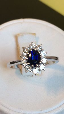 Ring in 18 kt Gold – 0.10 ct Diamonds and 0.25 ct Sapphire – Size 14