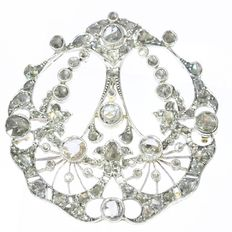 Belle Epoque pendant with 112 diamonds set in gold backed silver, anno 1920