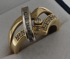 Bi-colour gold ring set with zirconia