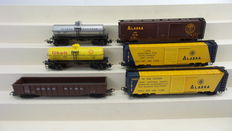 Märklin H0 - 4858/4860/4861 - Three 2-piece metal freight-/tanker carriage set with different business imprints of the Alaska Railroad, Private American railroads and Canadian railways
