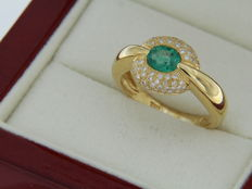 18 kt yellow gold ring, emerald and diamonds