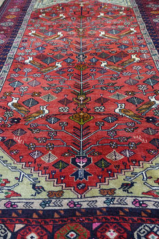 AUTHENTIC ANATOLIAN KEYSERI VILLAGE  RUG   circa 1990 in EXCELLENT CONDITION 170 x 121cm