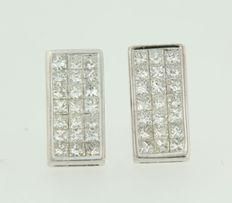 18 kt white gold stud earrings set with 1.25 ct of princess cut diamonds