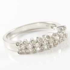 14kt White Gold Ring Set With Diamonds