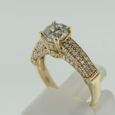 14 kt yellow gold ring with a central diamond and 76 diamonds around it