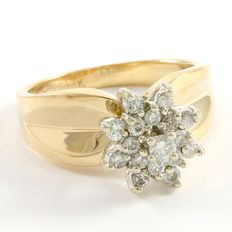 14kt Yellow Gold Ring  Set with Diamonds - Size: 7 - O