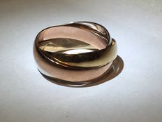18 kt three gold ring, 5 g, no reserve price