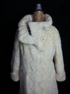 Reversible white mink fur coat