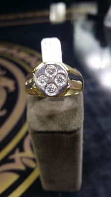 Gold ring of 18 kt with diamonds
