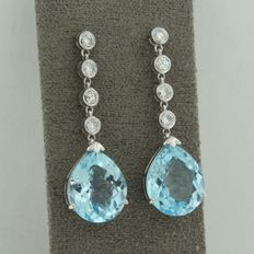 14 kt white gold earrings with brilliant cut diamond and pear-shaped blue topaz