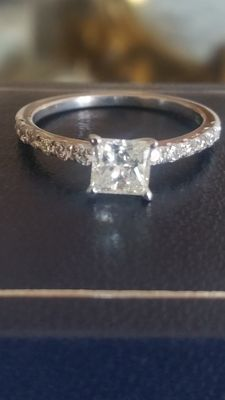 White gold and 1 ct diamond ring - Size 53