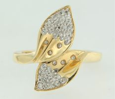 18 kt bi-colour gold ring set with octagonal cut diamonds, ring size 17.25 (54)