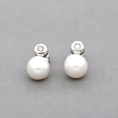 White gold earrings set with brilliant cut diamonds and Australian South Sea pearls - Maximum earring size: 17.00 mm (approx.)