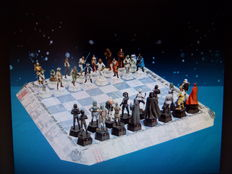 Star Wars - DeAgostini - chess set with original board - scale 1/24 - complete - 64 pieces - size board 50x50cm