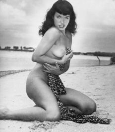 Bunny Yeager - Betty Page