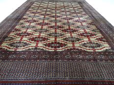 """Bouchara – 319 x 219 cm – """"Finely knotted, large Persian carpet in very beautiful condition""""."""