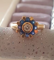 Gold ring, sapphires and diamond, 1.43 ct in total.