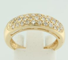 Yellow 18 kt yellow gold ring set with brilliant cut diamonds ****no reserve price****