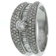 White gold ladies's ring with diamond.