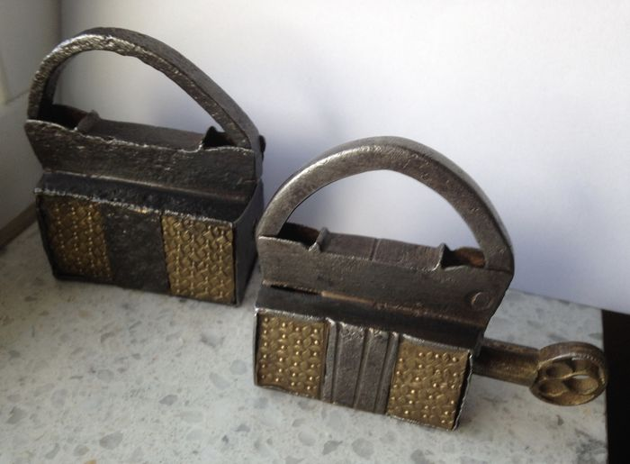Iron and bronze padlocks - Italy - 17th century