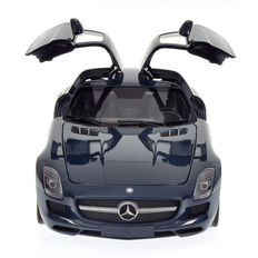 Minichamps - Scale 1/18 - Mercedes-Benz SLS AMG 2010 - Blue