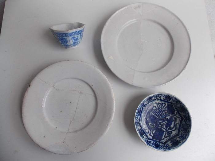 Four ceramic objects from a cesspool in Haarlem (4)