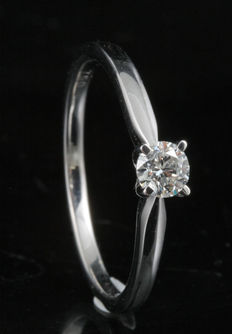 Brand new 0.25ct round briliant cut diamond solitaire ring set in an 18kt white gold 4 claw setting. G colour, SI clarity. Size 54/N (Free resizing in Antwerp)