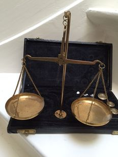 a brass gold weighing scale with weight, in case, mid 20th century