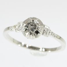 Graceful French Art Deco diamond engagement ring in white gold and platinum - 1920