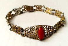 Bracelet in silver gilt filigree, with natural coral of intense red colour