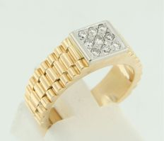 Bi-colour gold ring of 18 kt set with brilliant cut diamonds.