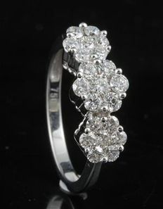 Brand new vintage styled cluster engagement ring set in 18 kt white gold. 1.00ct total weight, G colour and SI clarity. Round diamonds, size 54/N (free resizing in Antwerp)