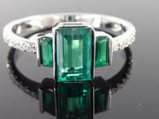 Diamond ring with natural intense   emerald totaal    1.00 ct & 14 diamonds   totaal 0,15 ct