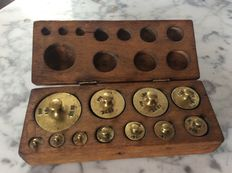 Brass set button weights In wooden box - calibrated - ca. 1900