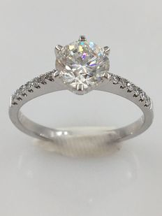 A special white gold engagement ring with a 1.01 ct H/VVS2 central stone and 14 side stones - with HRD certificate