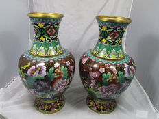 A pair of exceptional vases in cloisonné – China – second half 20th century