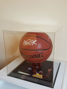 Magic Johnson - original signed by Johnson official NBA Spalding Basketball in Display Case Showcase COA PSA/DNA 6A20102