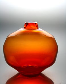 Menno Jonker (Royal Leerdam Crystal) - Orange vase Amalia (fully marked)