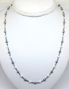 Beautiful necklace in 950 platinum with alternating white and bluish-grey micropearls –Handmade in Italy