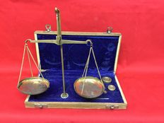 Scale for gold/diamonds in wood and copper with fine wooden case lined in Velvet