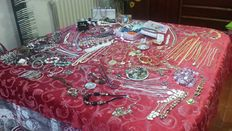 Huge collection of vintage jewellery, about 250 articles and hundred coins, 6 kg