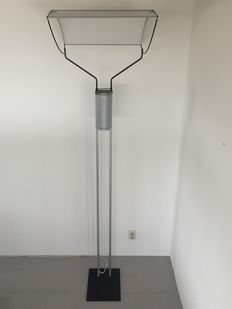 Lars Bylund voor ateljé Lyktan - floor lamp model S-light